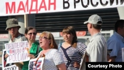 Активисты НОД во время выступления Алексея Навального