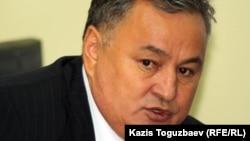 Базар директоры Ерлан Қанапияев. Алматы, 16 қазан 2012 жыл.
