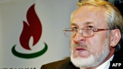 Exiled opposition leader Akhmed Zakayev says he is holding talks with the government in Chechnya