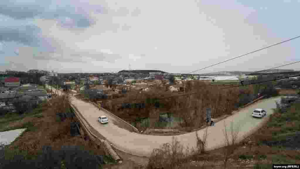 Автомобільний міст через Біюк-Карасу в центральній частині міста
