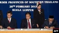 Потпишувањето на договорот меѓу премиерите наТајланд и Малезија и шефот на Националниот безбедносен совет на Тајланд