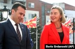Vašington i Brisel su delovali sinhronizovano u slučaju imena Makedonije (Foto: premijer Makedonije Zoran Zaev i šefica EU diplomatije Federika Mogerini)