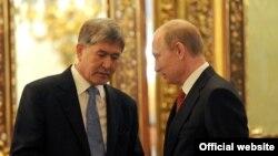 Орус президенти Владимир Путин менен Кыргызстандын мурдагы президенти, учурда камакта жаткан Алмазбек Атамбаев, 16-май 2012-жыл.