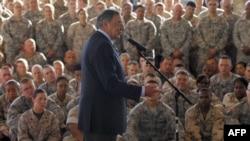 Министр обороны США Леон Панетта на американской базе в Джибути, 2011