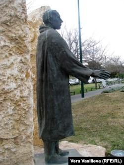 Памятник Раулю Валленбергу в Тель-Авиве