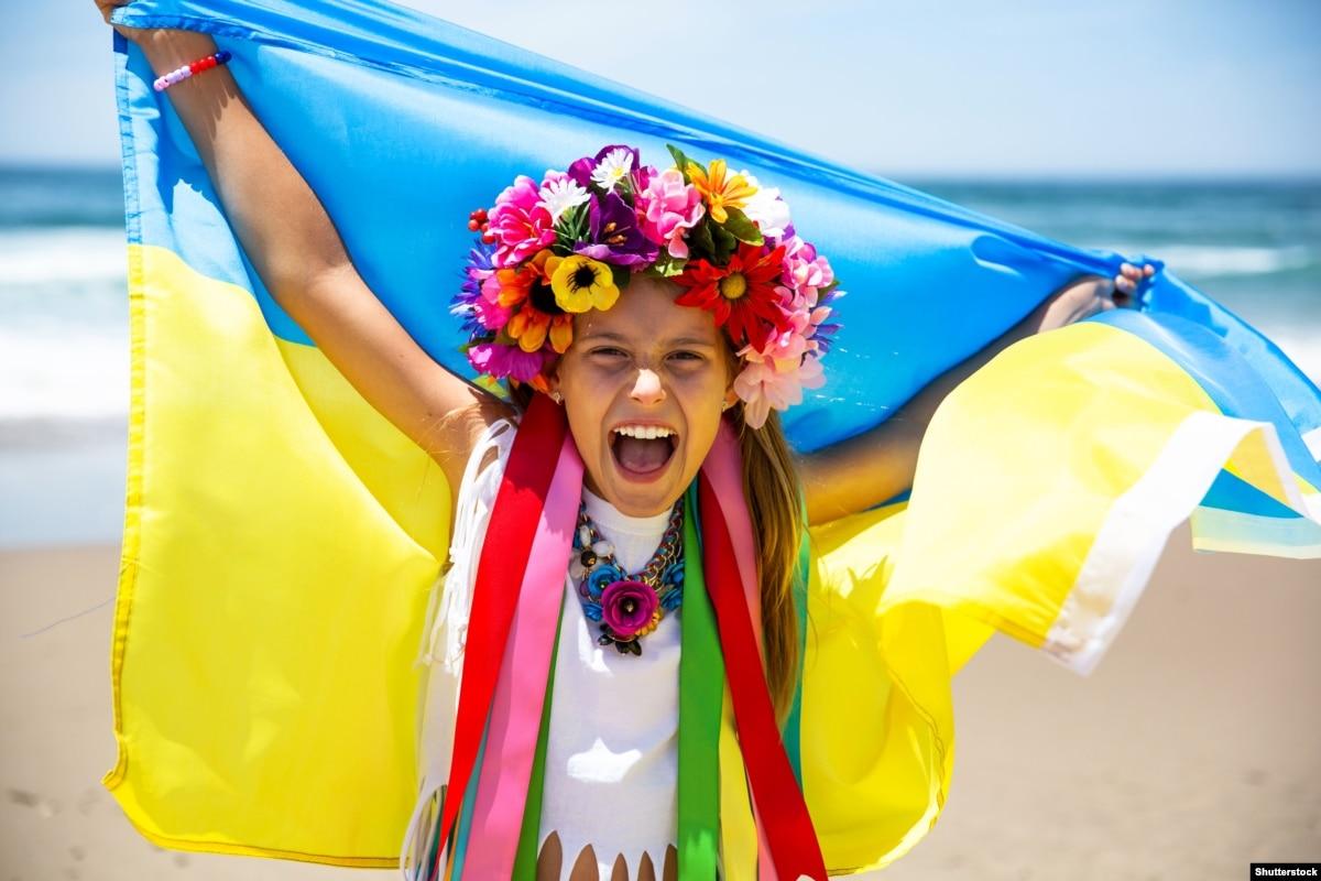 «Выстоять и победить» – крымские соцсети о любви к Украине