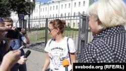 Галіна Ўласік (у цэнтры)