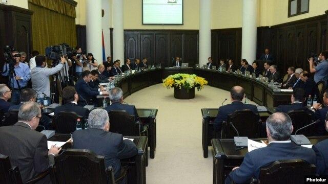 Armenia - A weekly cabinet meeting in Yerevan, 15May2014.