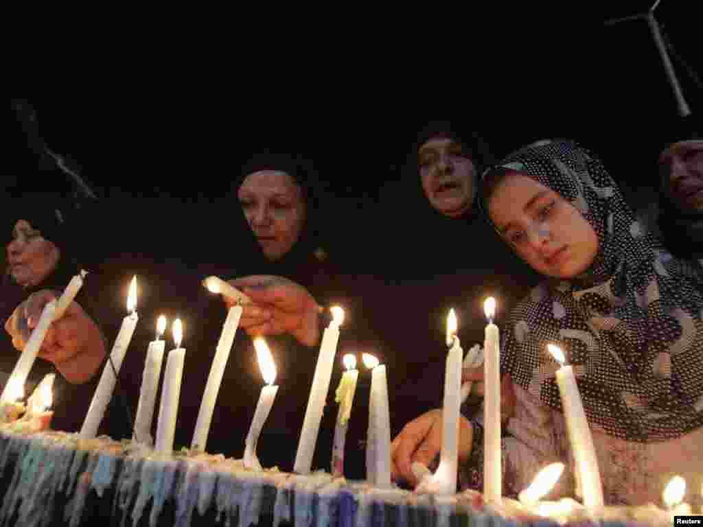 Irak - Tisuće hodočasnika je sudjelovalo u Šiitskom ritualu Karbala, južno od Bagdada, 27.07.2010. - Foto: Reuters / Mushtaq Muhammad
