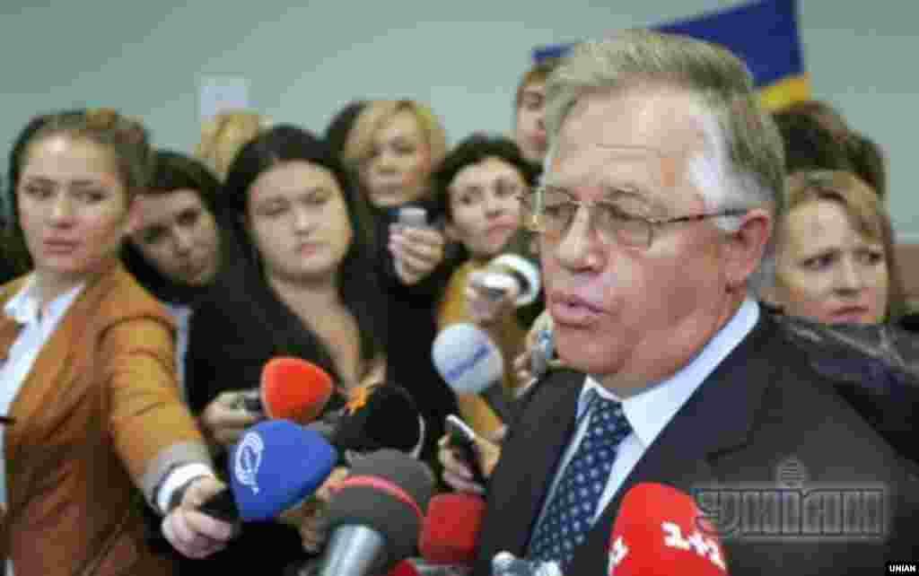 Лідер КПУПетро Симоненко після голосування у Києві