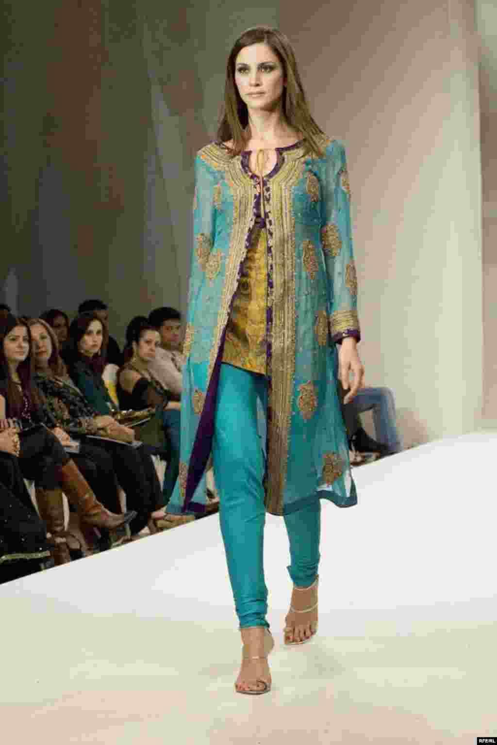 UAE - Dubai Fashion Week, Dubai, 04Apr2007