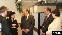 Саломе Зурабишвили в ранге министра иностранных дел Грузии посетила пражский офис Радио Свободы, июнь 2005 г.