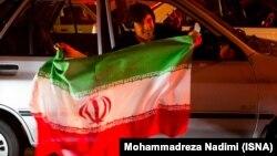عکس مربوط به شادی مردم در تهران پس از توافق لوزان