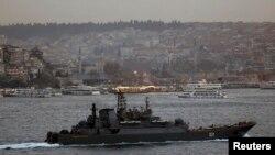 Российский корабль у берегов Босфора в Эгейском море. 5 февраля 2015 года. Иллюстративное фото.