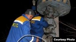 Электромонтёры проводят ремонтные работы. Жамбылская область, 14 января 2013 года. Иллюстративное фото.