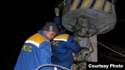 Работы по восстановлению электроснабжения в Жамбылской области. Фото из социальной сети Facebook.