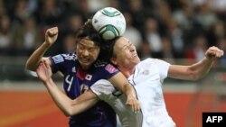 Футболистки Японии и США на матче Чемпионата мира-2011 в Германии