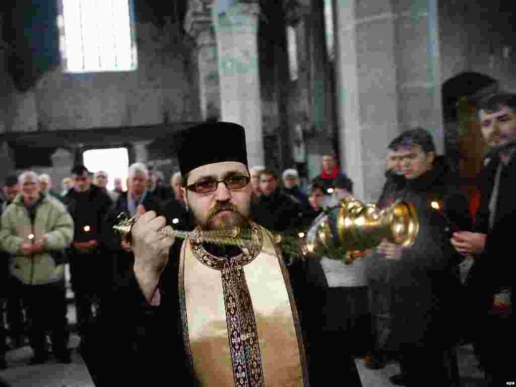 Crkvena služba u Mitrovici - Crkvena služba u Mitrovici
