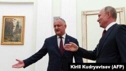 Liderul rus Vladimir Putin (dreapta) primindu-l în vizită la Kremlin pe omologul său moldovean Igor Dodon. 7 septembrie 2019