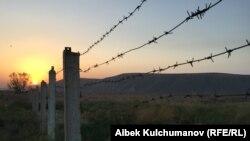 Линия границы в Баткенской области. Архивное фото.