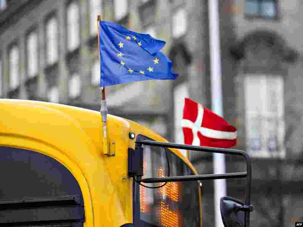 ДАНСКА / ХОЛАНДИЈА - Министерство за надворешни работи на Данска ги демантира вестите дека го поддржува ветото на Бугарија за почеток на пристапните преговори на Македонија со ЕУ, посочуваат од данското Министерство за надворешни работи. Демант по истите информации дојде и од Холандската амбасада во Скопје, пткако таква информација имаше и за Холандија.