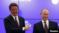 Russian President Vladimir Putin and Italian Prime Minister Matteo Renzi at the St. Petersburg International Economic Forum on June 17