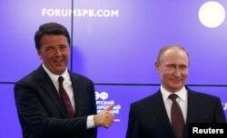 Маттео Ренці та президент Росії Володимир Путін. Санкт-Петербург, червень 2016 року