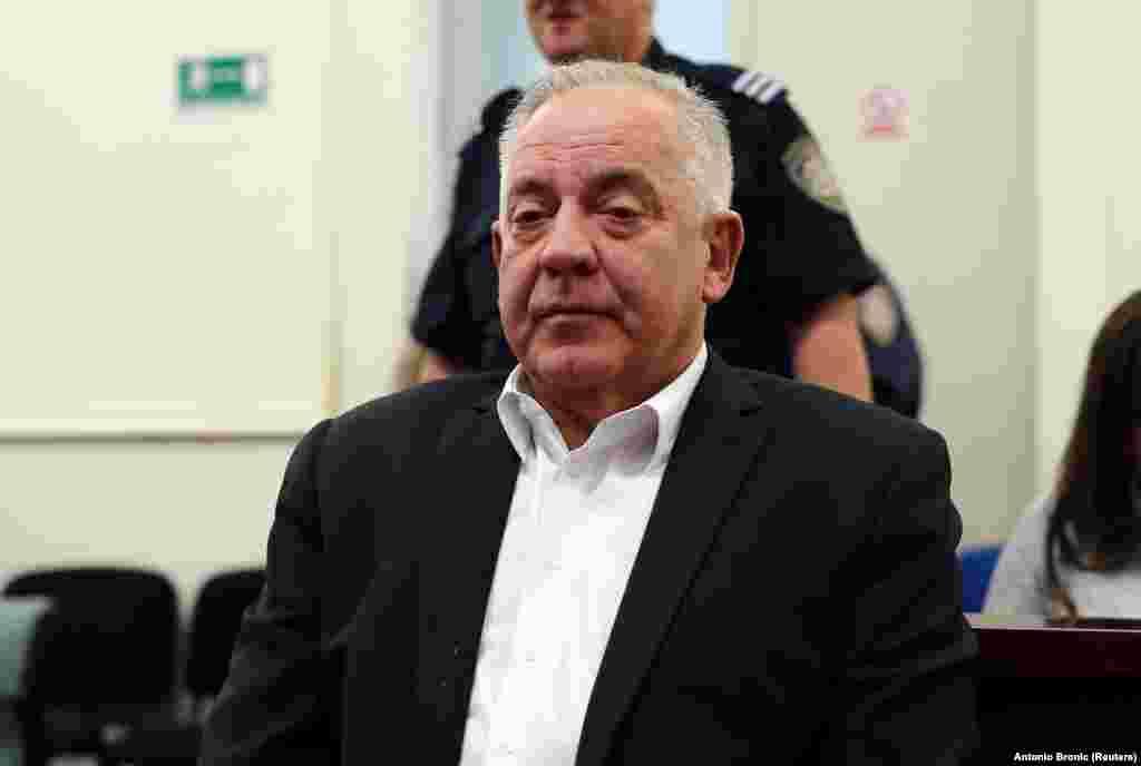 ХРВАТСКА - Иво Санадер, поранешниот хрватски премиер и претседател на ХДЗ, денеска е прогласен за виновен и осуден на осум години затвор за корупција, односно за извлекување пари од маркетинг агенцијата Фими Медиа, пренесе МИА. Во овој случај, за кој ова беше повторено судење, неговата партија ХДЗ беше прогласена за одговорна за корупција.