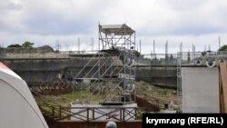Конструкции, как утверждается, совершенно не вредят археологическому памятнику