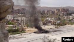 Zapaljeni tenk na putu kod Damaska, mart 2013.