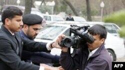 جلوگيری مأموران امنيتی پاکستان از کار فيلمبردار خبری