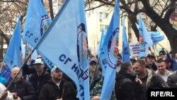 Deo policajaca protestovao u Novom Sadu upozoravajući državu da su im glave u torbi