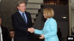 Средба на вицепремиерката Теута Арифи со еврокомесарот за проширување Штефан Филе.