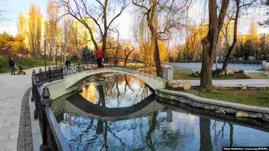 Особливість окремих мостів у парку‒ сходинки