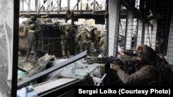 Ілюстраційне фото. Українські бійці в Донецькому аеропорту, жовтень 2014 року