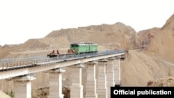 uzbekistan - photo of Angren-Pap railway construction