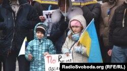 Пикет перед зданием посольства США в Украине. Киев, 2 марта 2014 года.
