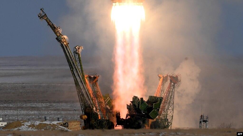 """Старт ракеты с космическим кораблем """"Союз-МС-07"""""""