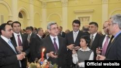 Հայաստան -- Նախագահ Սարգսյանը շնորհավորում է հայ գործարարների Ամանորը, 22-ը դեկտեմբերի, 2010թ.