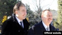 Mikheil Saakashvili (solda) və İlham Əliyev, Bakı, 6 mart 2012