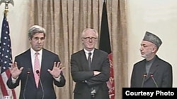 Afghan President Hamid Karzai (right), U.S. Senator John Kerry (left), and Kai Eide, the UN's top envoy to Afghanistan, speaking in Kabul on October 20
