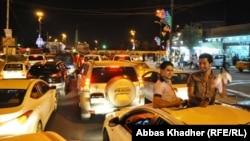 شبّان عراقيون يحتفلون في شوارع بغداد بتأهل منتخب الشباب العراقي بكرة القدم الى الدور شبه النهائي من بطولة كأس العالم بتركيا