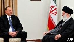 Arxiv fotosu: Prezident İlham Əliyev Tehrana səfəri zamanı İranın Ali Dini lideri Ayətullah Ali Khamenei (sağda) ilə görüşür. 9 aprel 20014
