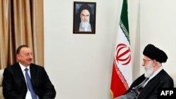 Ayətulla Ali Khamenei (sağda) və İlham Əliyev, 9 aprel, 2014-cü il