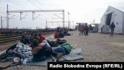 Izbjeglice u tranzitnom centru Tabanovac na granici između Srbije i Makedonije