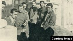 Ofițeri pe balcon la Spitalul Automobil Clubului, București