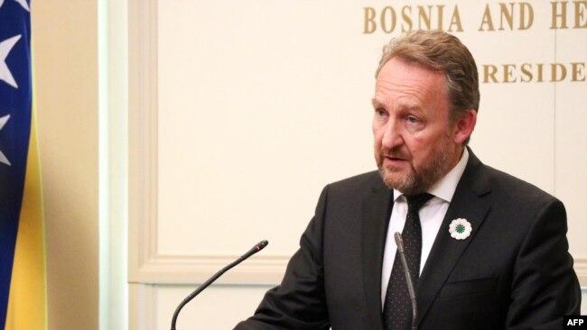 Bakir Izetbegoviq, anëtarë i myslimanëve boshnjakl në Presidencën trepalëshe të Bosnjës