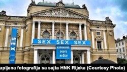 Transparent na riječkom HNK s porukom Tomislavu Karamarku