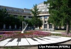 При Владимире Кехмане появились курьезные малые архитектурные формы