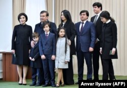 Өзбекстан президенті Шавкат Мирзияев пен оның отбасы.